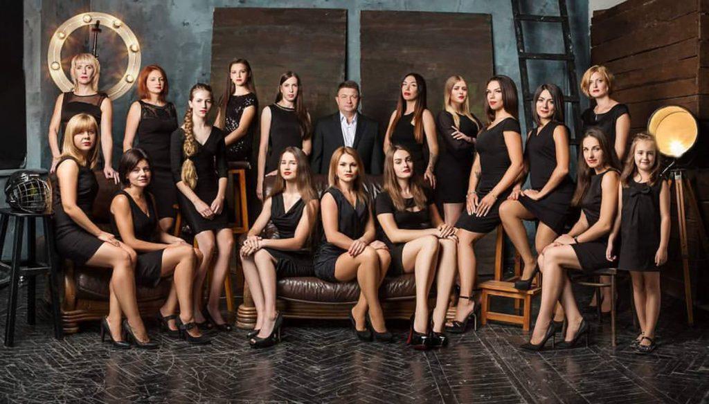 Девушка модель проведения групповой работы работа в москве 18 лет без опыта работы для девушек